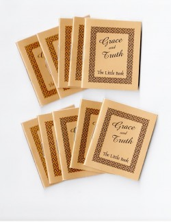 Tiny Evangelism Booklets: Grace and Truth (10 Pack)